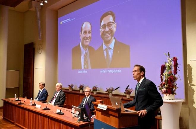 2 nhà khoa học Mỹ giành giải Nobel Y Sinh 2021 - 2