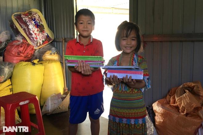 Xóm Nhà phao Báo Dân trí: Người dân chất gạo chuẩn bị đối phó mưa lũ - 9