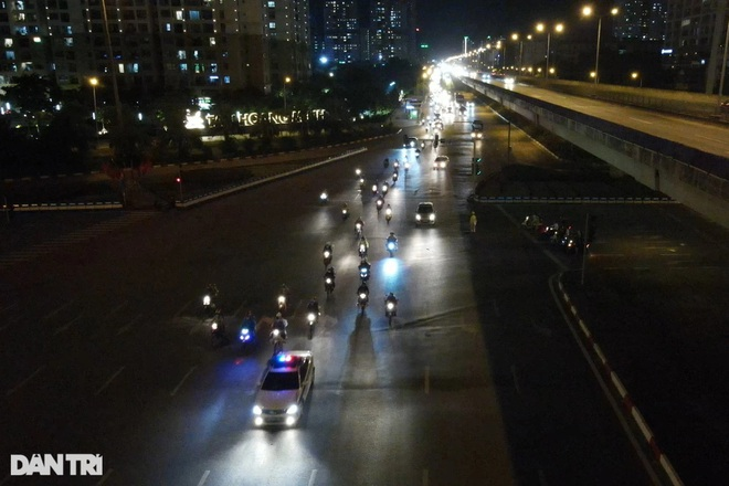 Hàng trăm người vượt 2.000 km từ ổ dịch Bình Dương đi qua Thủ đô để về quê - 1