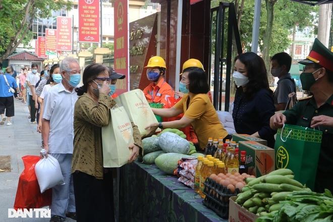 Hà Nội: Hỗ trợ cho 180.073 lao động tự do gặp khó do Covid-19 - 1