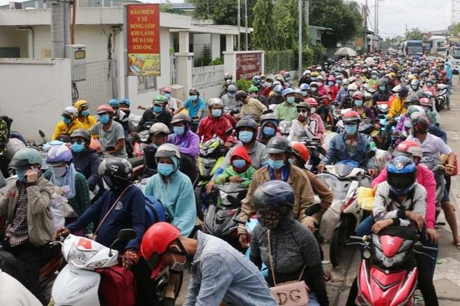 Xót cảnh sa cơ chóng vánh của những người nghèo vội vã về quê tránh dịch  - 2