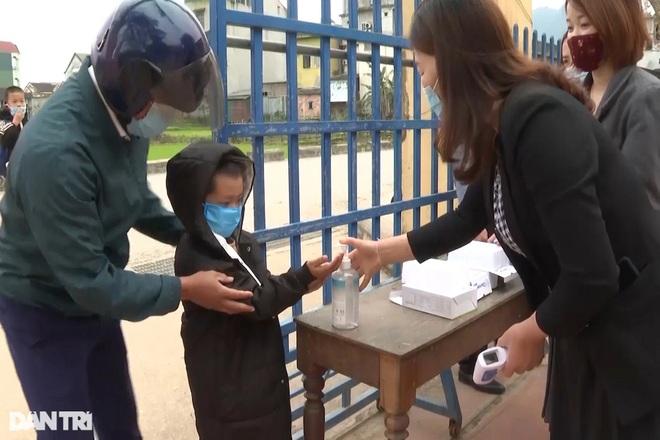 Học sinh Quảng Bình chia ca học trực tiếp để đảm bảo phòng chống dịch - 2