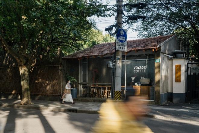Quán cà phê hai mái vừa truyền thống vừa hiện đại hút khách check-in - 2