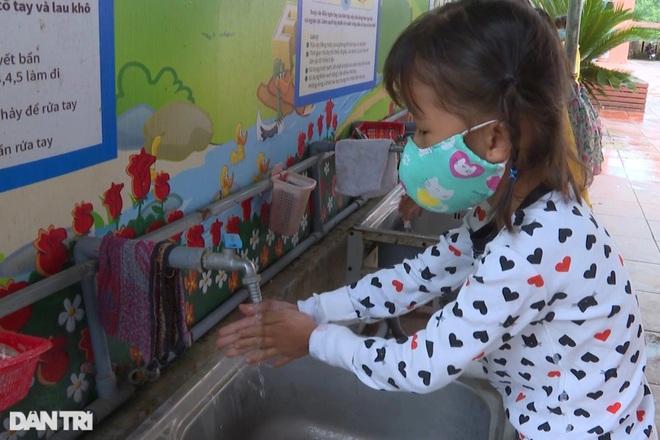 Học sinh Quảng Bình chia ca học trực tiếp để đảm bảo phòng chống dịch - 5