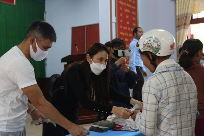 Hà Tĩnh báo cáo gì về hoạt động từ thiện của ca sĩ Thủy Tiên - 1