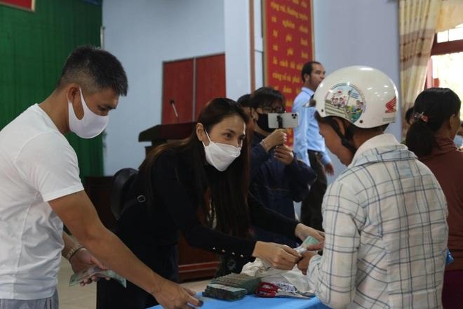 Thêm Hà Tĩnh rà soát, báo cáo việc nhận tiền từ thiện của ca sĩ Thủy Tiên - 1