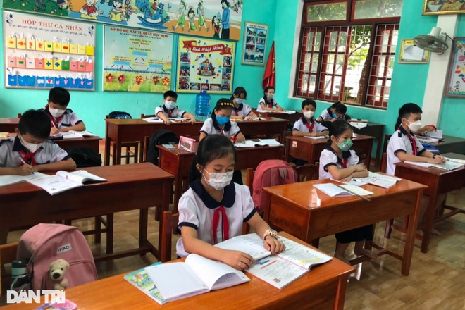 Học sinh Quảng Bình chia ca học trực tiếp để đảm bảo phòng chống dịch - 4
