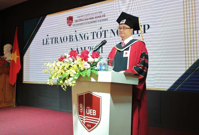 Gần 700 cử nhân, thạc sĩ, tiến sĩ nhận bằng tốt nghiệp online - 1
