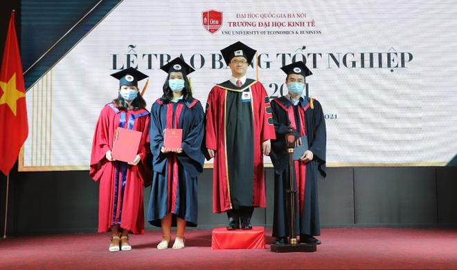 Gần 700 cử nhân, thạc sĩ, tiến sĩ nhận bằng tốt nghiệp online - 3