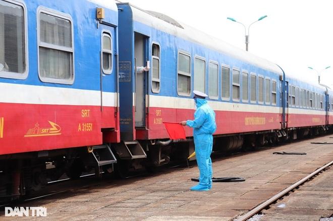 Những chuyến tàu đặc biệt đưa gần 3.000 người hồi hương - 1