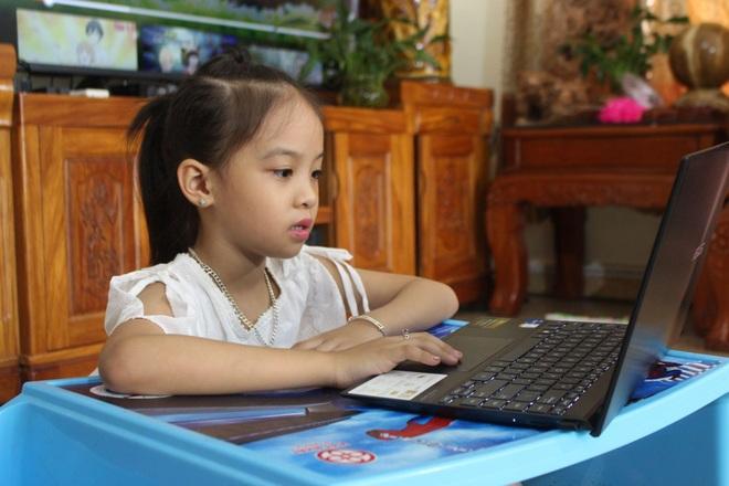 Phụ huynh, học sinh mệt phờ vì lịch học online kín mít từ sáng tới chiều - 1