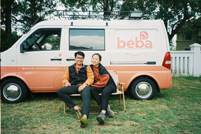 Vợ chồng Đà Lạt chi 50 triệu biến ô tô thành quán cà phê di động - 1