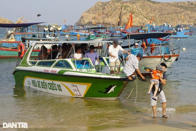 Du khách đến Bình Định nghỉ dưỡng cần có thẻ xanh vaccine - 2
