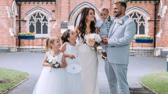 Cặp đôi làm đám cưới chỉ mất 15 triệu đồng vẫn lãi - 1