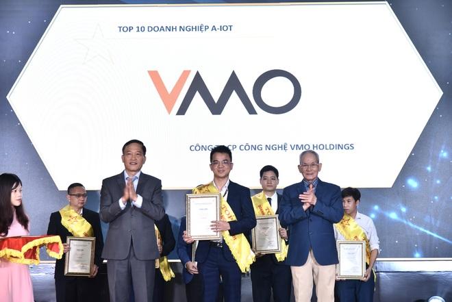 VMO Holdings giành cú đúp giải thưởng TOP 10 doanh nghiệp ICT Việt Nam 2021 - 1