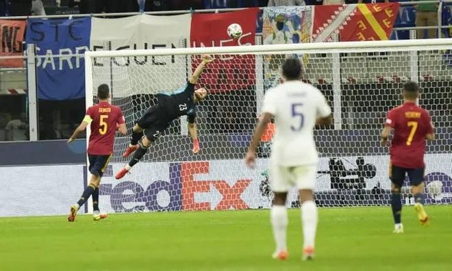 Những khoảnh khắc Pháp đánh bại Tây Ban Nha để lên ngôi vô địch - 9