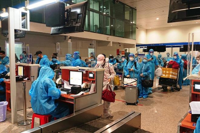 750 người từ vùng dịch về Quảng Nam trên 4 chuyến bay - 1