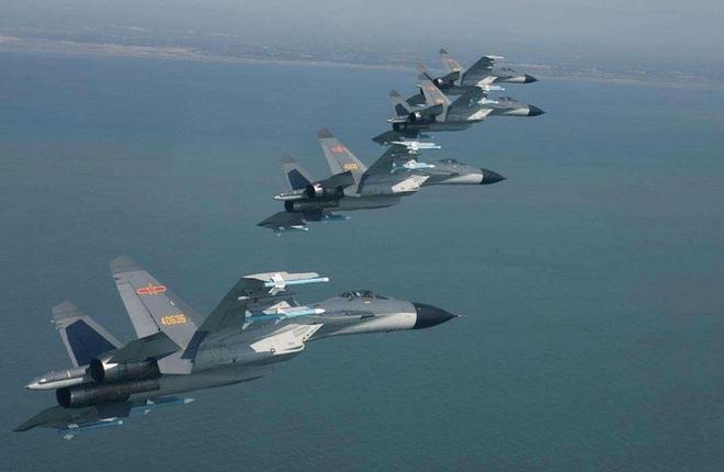Đưa máy bay áp sát kỷ lục, Trung Quốc siết căn cứ trọng yếu của Đài Loan - 1