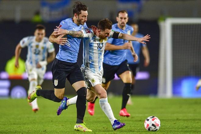 Messi ghi bàn giúp Argentina thắng đậm Uruguay, Brazil hòa thất vọng - 1