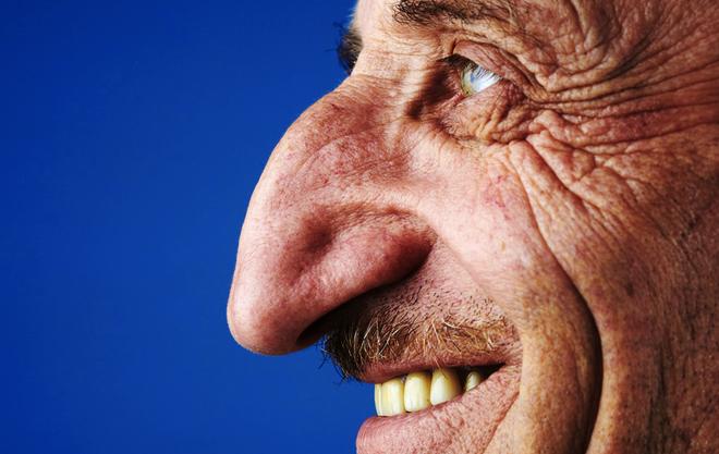 Người đàn ông có chiếc mũi dài nhất thế giới - 2
