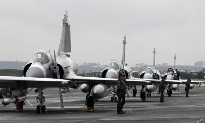 Đưa máy bay áp sát kỷ lục, Trung Quốc siết căn cứ trọng yếu của Đài Loan - 2