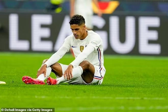 Man Utd lo sốt vó vì chấn thương của trung vệ Raphael Varane - 1