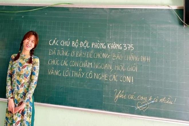 Bất ngờ với dòng chữ đáng yêu của chú bộ đội trên bảng lớp học mùa dịch - 3