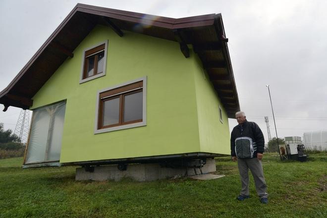 Cụ ông dành 6 năm xây nhà xoay 360 độ tặng vợ - 1