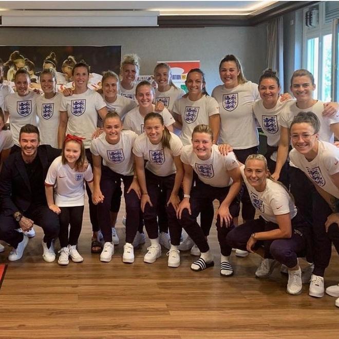 David Beckham tự hào vì cô con gái út Harper - 4