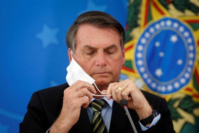 Tổng thống Brazil nổi cáu khi bị chất vấn về số người tử vong do Covid-19 - 1