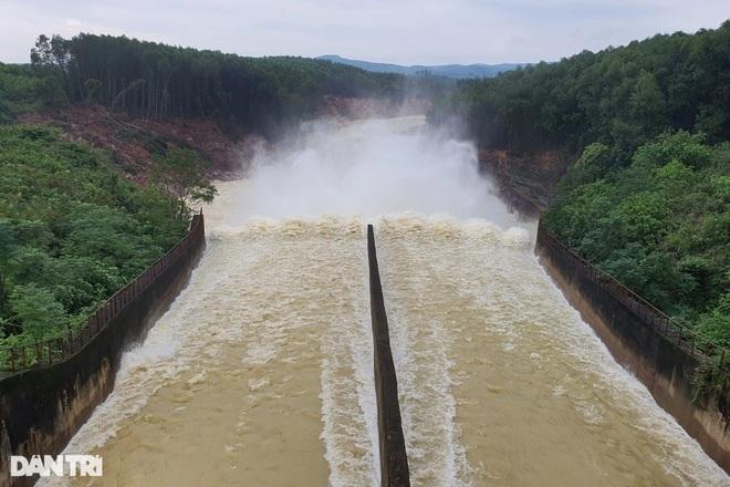 Hà Tĩnh đề nghị đẩy nhanh tiến độ dự án thoát lũ hạ du hồ Kẻ Gỗ - 2