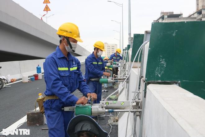 Lắp vách chống ồn dọc tuyến đường trên cao đẹp nhất Hà Nội - 3