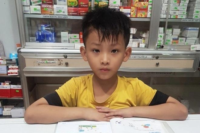 Bé 8 tuổi ở Bạc Liêu mổ ống heo mua sữa tặng các em nhỏ khu cách ly - 1