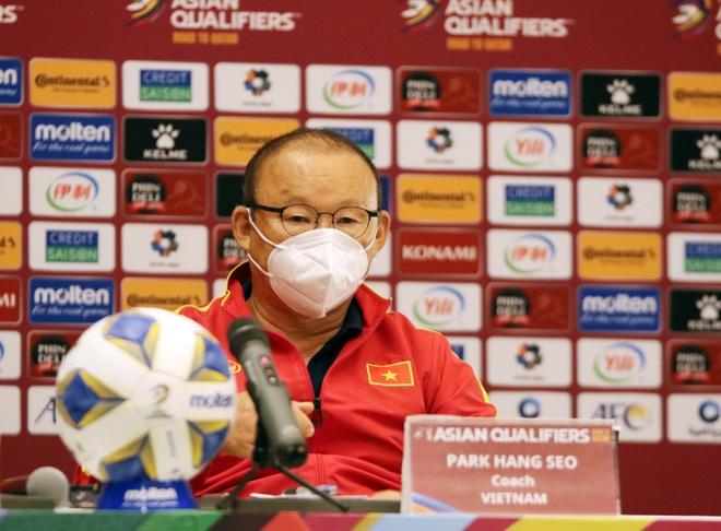 HLV Park Hang Seo: Cầu thủ Việt Nam bất mãn với trọng tài - 1