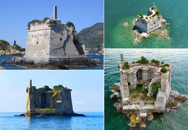 Tháp cổ nằm chơ vơ giữa biển - 1