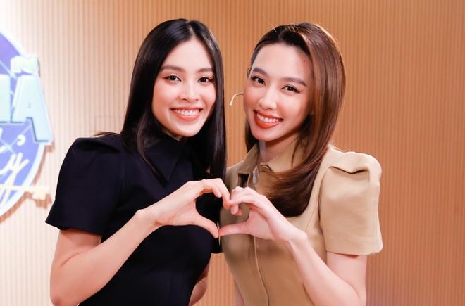 Hoa hậu Tiểu Vy bật khóc, xin lỗi người đẹp Thùy Tiên trên sóng truyền hình - 2