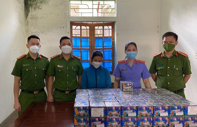 Đi Lào, gom gần một tạ pháo chờ để bán - 2