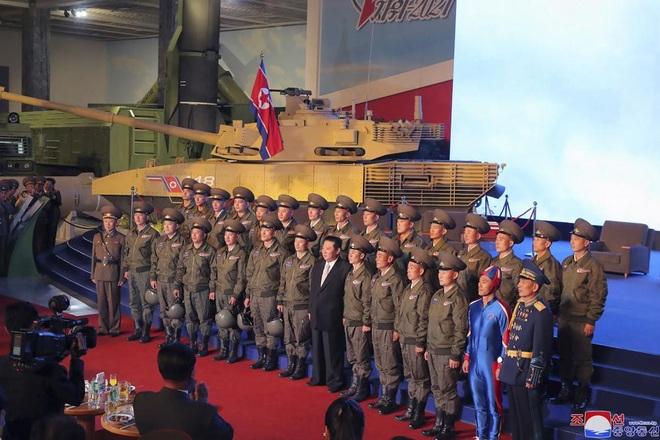 Trang phục gây xôn xao của binh sĩ Triều Tiên - 1
