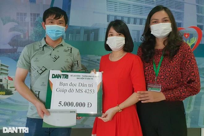 Hỗ trợ người vợ trẻ mất chồng trên đường về quê tránh dịch 5 triệu đồng - 1