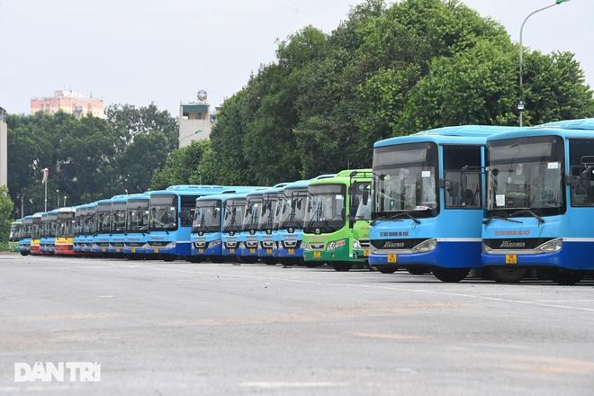 Xe buýt, taxi Hà Nội vận hành thế nào khi được hoạt động trở lại? - 1