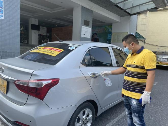 Taxi công nghệ hoạt động trở lại ở Hà Nội - 1