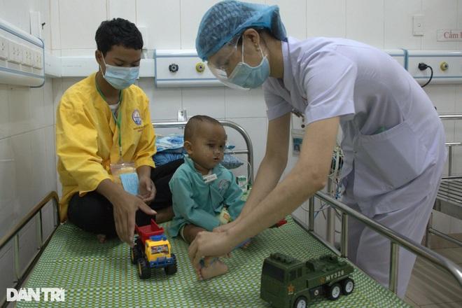 Đặt máy tạo nhịp, cứu sống trẻ bị bệnh tim hiếm gặp - 1