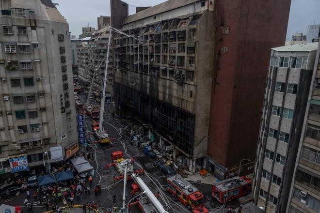 Khoảnh khắc biển lửa nhấn chìm chung cư khiến 46 người chết ở Đài Loan - 5