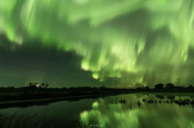 Hình ảnh ngoạn mục khi bão Mặt Trời đổ bộ Trái Đất - 3