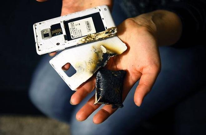 Điện thoại phát nổ khi đang học trực tuyến, một học sinh lớp 5 tử vong - 1