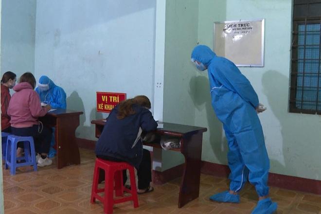 Điều xe khách đón 94 người đi bộ từ tỉnh Long An về Tây Nguyên - 1