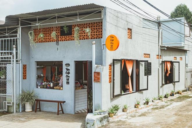 Về quê nghỉ dịch, cô gái Đồng Nai mở quán cà phê tặng bố mẹ - 1