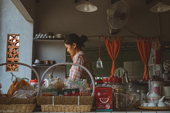 Về quê nghỉ dịch, cô gái Đồng Nai mở quán cà phê tặng bố mẹ - 2