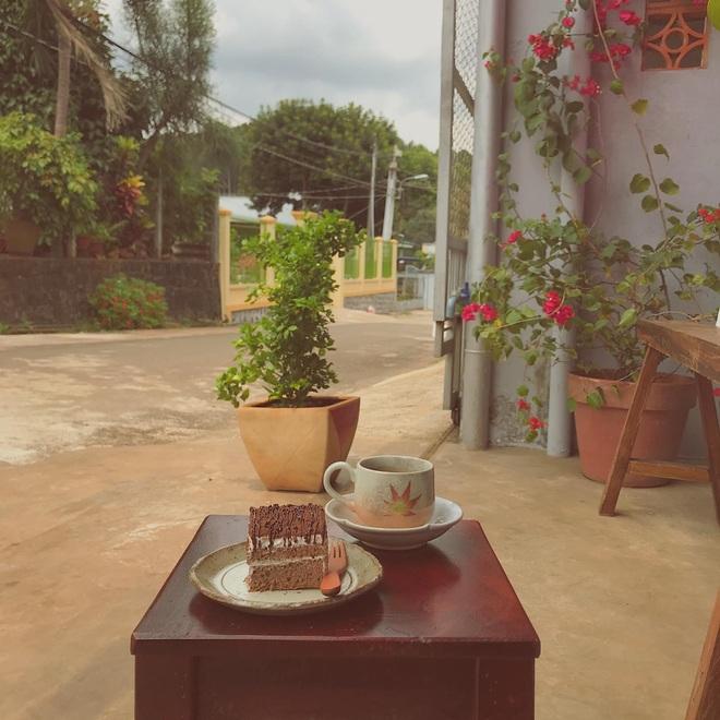 Về quê nghỉ dịch, cô gái Đồng Nai mở quán cà phê tặng bố mẹ - 8