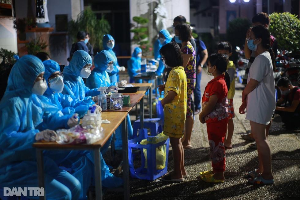 TPHCM: Trắng đêm xét nghiệm 50.000 người Gò Vấp tìm chuỗi lây ở hội thánh - 4